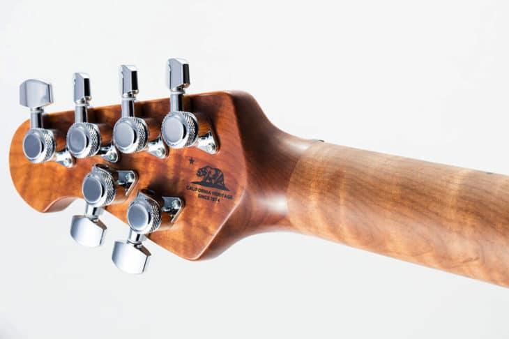 Cuello de arce asado en un hombre de música