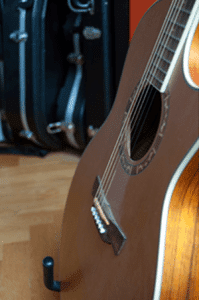 la clasica guitarra acústica