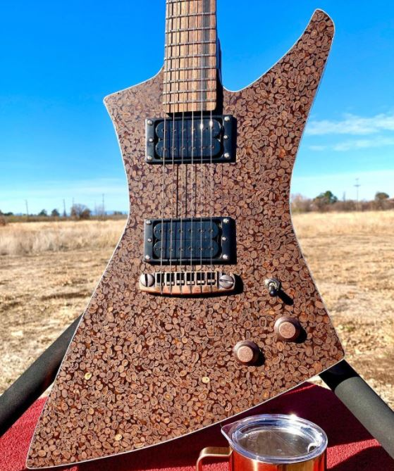 Coffee bean guitar creada por Burls Art Copper Coffee