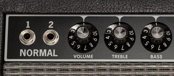 botones del amplificador Fender Tone Master Deluxe Reverb