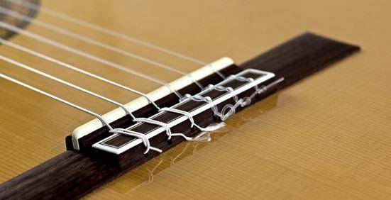 Cambio de cuerdas de una guitarra